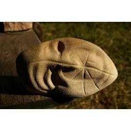 Originálna-kamenná-socha-tvár-pieskovec